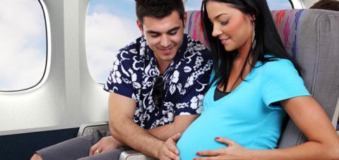 Viaggiare con stile durante la gravidanza si può